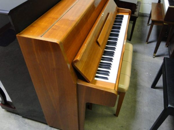 used samick piano