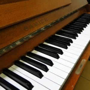 used samick piano sale