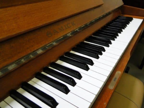used samick piano sale